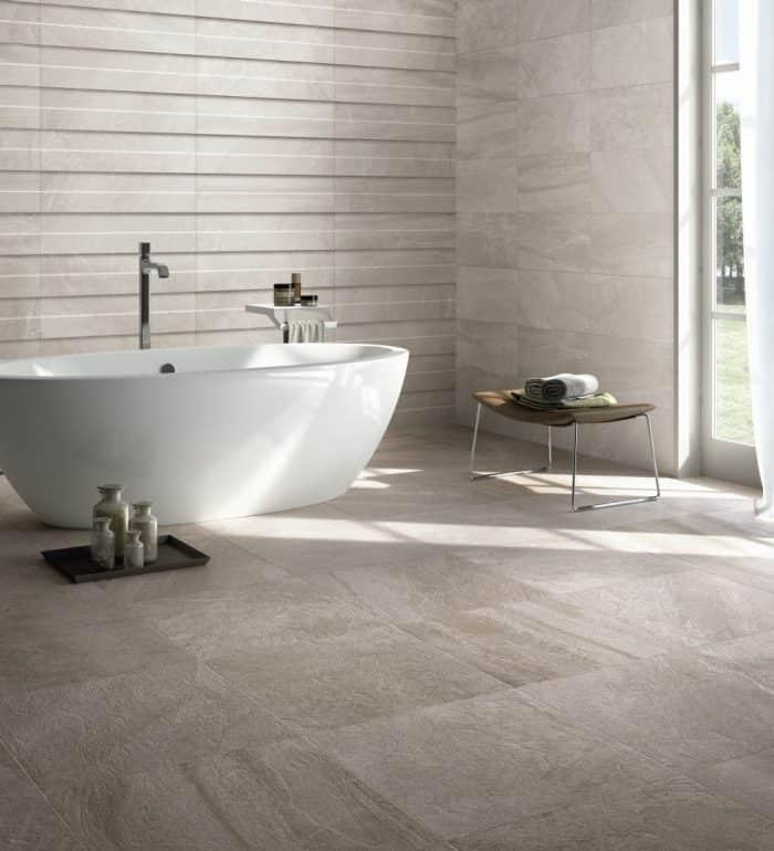 Keramische tegelsvoor in de badkamer
